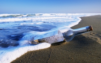 A-Bottle-by-the-Sea-a-Good-Wish-Must-be-Contained-Boiling-Sea-Water-the-Receiver-Must-be-Lucky-HD-Natural-Scenery-Wallpaper